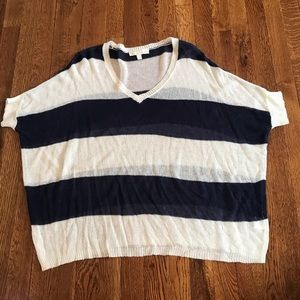 Light weight over sized short sleeve top Large